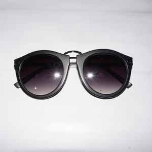 Kendall and Kylie sunglasses